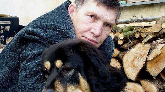 Na fenku tibetské dogy se Jan Maruna dlouho těšil a věnoval jí mnoho básní ještě předtím, než si ji poprvé přinesl coby štěňátko domů. Fenka se jmenuje Dona, ale Jan Maruna jí láskyplně říká Nyny. Stále je jedním ze zdrojů jeho autorské inspirace.