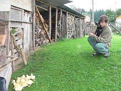 Jaroslava Němce  jsme zastihli na zahradě. Do Slapska se přistěhoval před dvěma roky z nedalekého Oldřichova.
