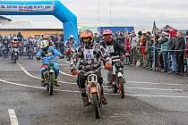 Na sobotním 20. ročníku Off-road fichtel day v Soběslavi se podařilo v kategorii Klasik zvítězit košickému jezdci s číslem 15. Sedmnáctiletý Tomáš Novotný má dobře našlápnuto a hájí barvy klubu Motosport Chýnov.
