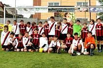 Společný snímek hráčů Fotbalové akademie Meteoru Tábor a italského ASC Atletico Torino.