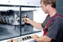 NOVÉ KONTRAKTY. Ve strojírenském průmyslu se očeká oživení. Kovosvit letos podepsal nové kontrakty, které se mu do ekonomických čísel promítnou již v příštím roce.
