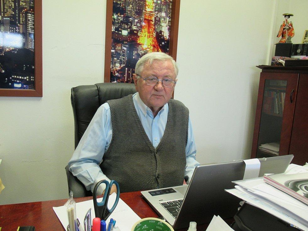 Český lékař, kapacita v oboru sexuologie a psychiatrie, Jaroslav Zvěřina, varuje před tzv. sextingem.
