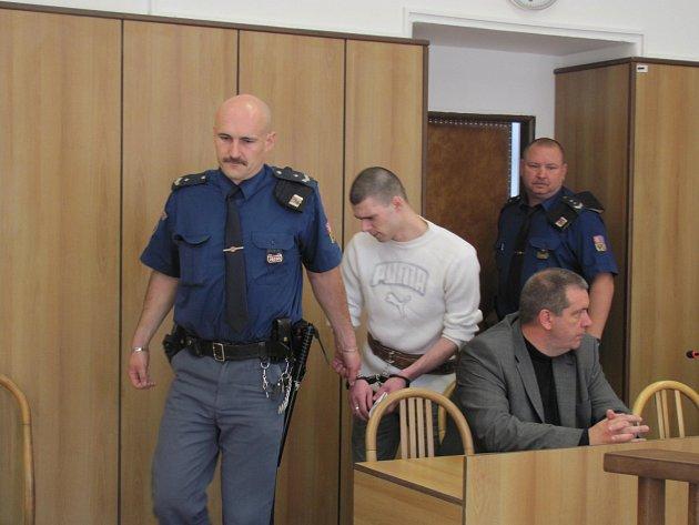 OBŽALOVANÝ. Mladík původem z Krnova by se dnes mohl dozvědět, jaký trest ho stihne za brutální  bitku, kterou nakonec i oloupená oběť nepřežila.