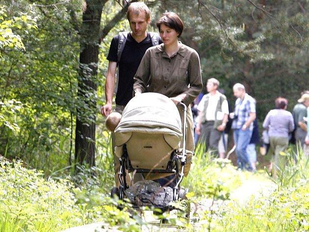 Oblíbeným cílem turistů je naučná stezka Borkovická blata, která prochází přírodní rezervací s rašeliništi. Stezka dlouhá sedm kilometrů vede po dřevěných chodníčcích.