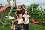 Deník s Patronem dětí splnil Kristýnce Vaňkové z Budislavi na Táborsku sen, díky článku a podpoře čtenářů se vybralo na elektrický vozík. Oficiálního předání se zúčastnila i ředitelka charitativního projektu Edita Mrkousová.
