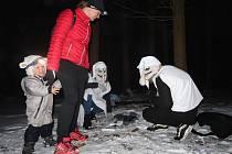 Na aktéry závodu čekali v lese se svým úkolem mimo jiné i Křemílek a Vochomůrka.
