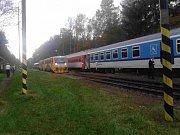 V Roudné se zastavil osobní vlak i rychlík.