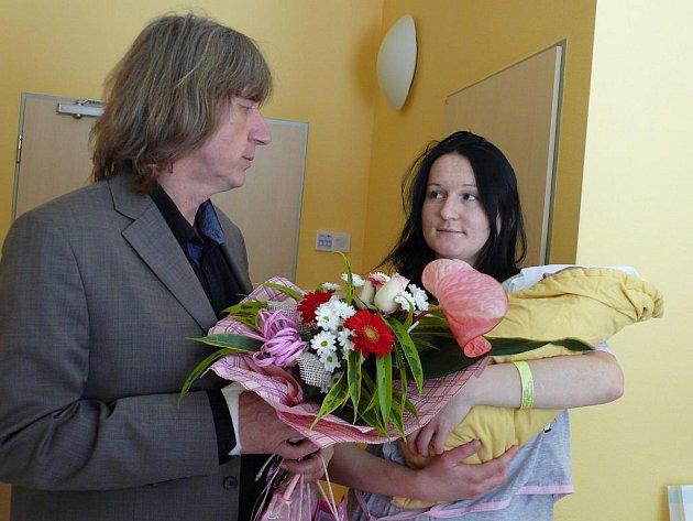 Ve středu navštívil v porodnici starosta Jiří Fišer maminku malé Natálky Orságové.