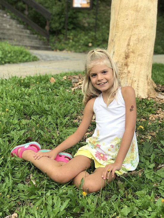 Devítiletá dívka z Budislavi trpí vrozenou vadou, tzv. svalovou dystrofií. Účinná léčba neexistuje a nemoc má rychlý spád.