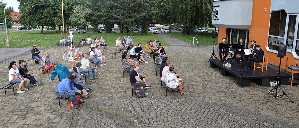Před veselským KD koncertoval Klarinetový soubor Prachatice