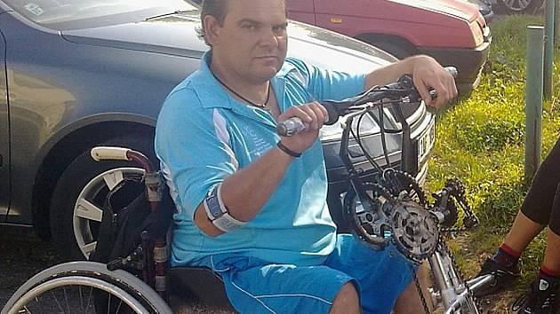 Jan Hašek na svém speciálním handbiku, který mu na míru vyrobil táborských vynálezce Miroslav vacek.