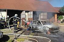 V Jedlanech hořelo auto.