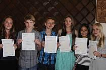 Děti s certifikáty.