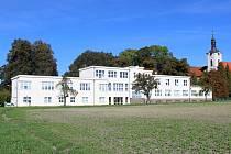 Dětská psychiatrická nemocnice v Opařanech na Táborsku.