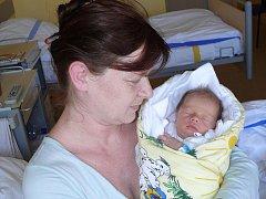 JAKUB KADLEC ZE ŽELČE.  Narodil se 27. února ve 13.28 hodin. Vážil 2640 g , měřil 47 cm a doma  má  starší  bratry  – Mirka (14) a Honzu (12).