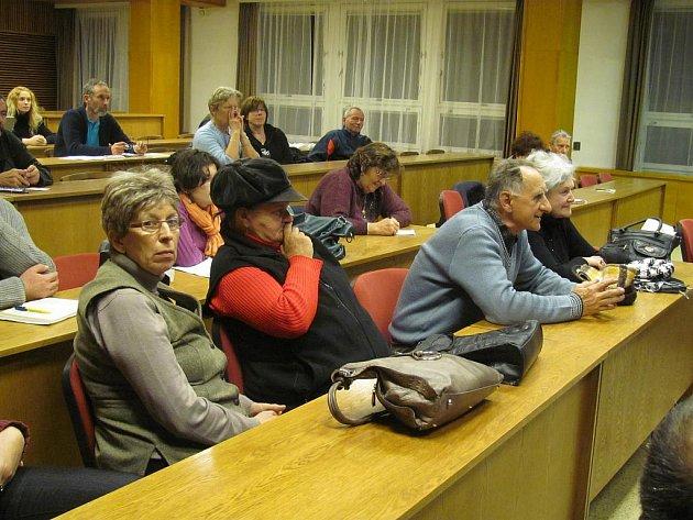 Účastníci besedy se starostou v Táboře.