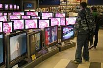 KTERÝ VYDRŽÍ? Když má spotřebitel smůlu a koupí si vadný výrobek, má velkou šanci uspět při reklamaci se znaleckým posudkem.
