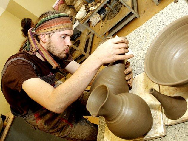 Točířské soutěže v Bechyni se zúčastnilo celkem 12 studentů ze šesti uměleckoprůmyslových škol.