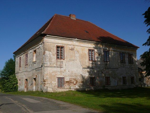 ZÁMEK, kde bydlel učitel Bohuslav Eberle.