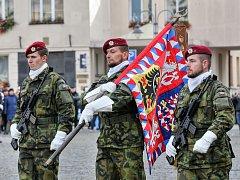 Na táborském náměstí Jana Žižky nastoupilo 250 vojáků 42. mechanizovaného praporu a příslušníků Vojenské policie.