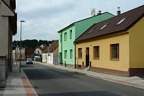 Táborská ulice v Sezimově Ústí.
