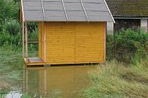 Voda zůstávala na pozemcích ještě hodiny po dešti