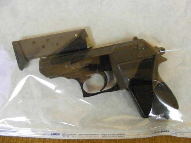 Plynová pistole zadržená u pachatelů
