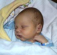 DOMINIK CHARVÁT Z ČERNOVIC. Na svět přišel 7. prosince v 6.20 hodin jako první dítě v rodině. Po narození  vážil 3780 gramů.