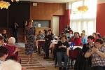 Doprovodný program k výstavě Jitex 70 – Dozvuky v Bechyni byl opravdu pestrý. V neděli 8. března v 15 hodin naplnil předsálí kulturního domu v Bechyni.