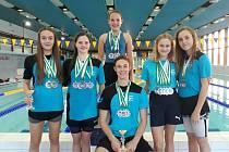 Táborští medailisté z letošních závodů v Písku, zleva Simona Marešová, Tereza Věžníková, Karolína Kubošková, Ondřej Javorský, Linda Čeňková a Aneta Kakosová.