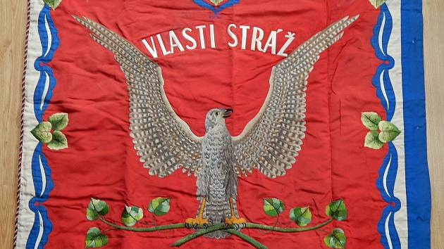 Sezimovo Ústí vyhrálo v aukci historický prapor Sokola.