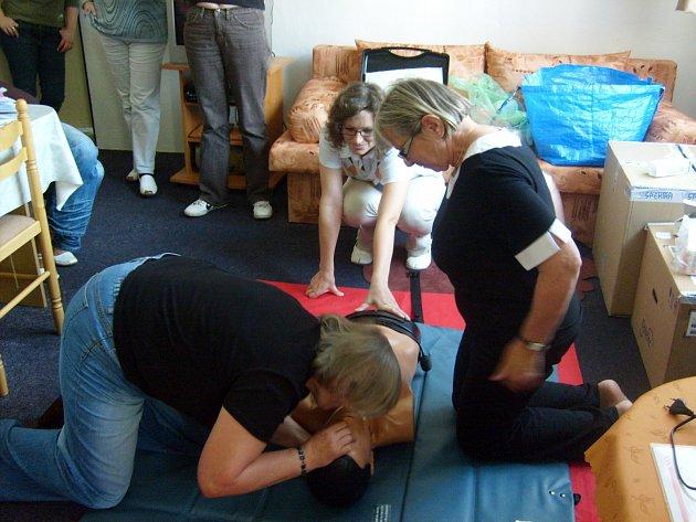 Na táborském červeném kříži si zkoušejí i první pomoc