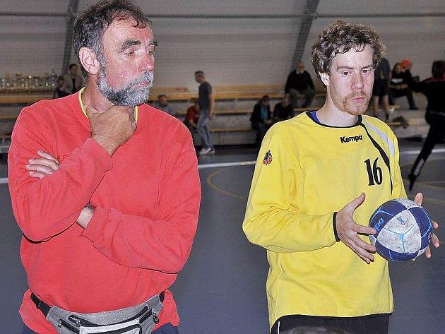 Trenér Spartaku MAS Petr Havel s brankářem Rostislavem Radimeckým.