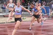 Elitní česká sprinterka Kateřina Čechová (vpředu) by na startu šampionátu chybět neměla.