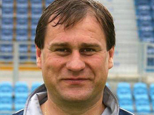 Trenér Daniel Drahokoupil skončil s posledním červnem svou práci pro FK Tábor, kde působil jako šéftrenér mládeže. Povedou jeho příští kroky na lavičku divizního Tatranu Prachatice?
