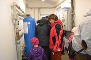 Příležitost navštívit vodojem si nenechalo ujít přes šedesát lidí.