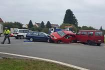 Páteční nehoda na křižovatce ze Svaté Anny.
