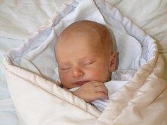 JAROSLAV KOSTEČKA ZE SVINEK. Svého prvního syna se rodiče  Martina a Jaroslav dočkali 9. června ve 23.57 hodin. Vážil 3770 g, měřil 55 cm.