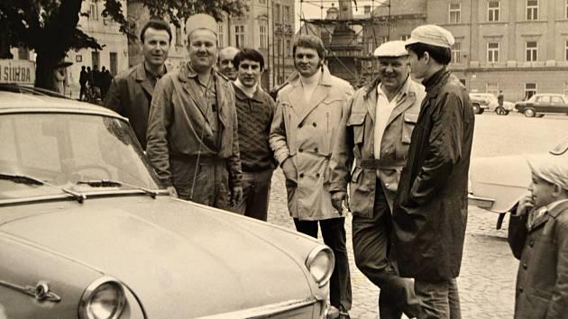 Před padesáti lety vyjeli na silnice první žlutí andělé.