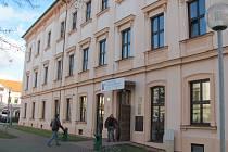Ministerstvo vnitra nedávno doporučilo, aby úředníci ve městech omezili přijímání žádostí na občanky. Táborský úřad na doporučení nereagoval.