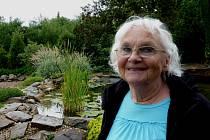 Eva Clarová se narodila roku 1932 v Poděbradech. S rodinou žila v letech 1932 až 1938 v Litoměřicích, načež se přestěhovali do Tábora. Pracovala převážně jako učitelka.