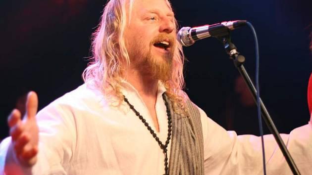 Roli Ježíše v kapele Tábor Superstar Band pravidelně ztvárňuje zpěvák a kytarista Josef Dušek.