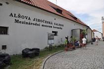 Mezinárodní muzeum keramiky nabízí výstavu na téma lov.