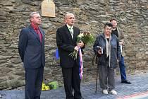 Na bývalé Mladovožičany, kteří zahynuli ve vyhlazovacích táborech, vzpomenuli u památníku.