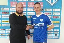 Martin Janošík (vpravo) s ředitelem klubu Josefem Holubem.