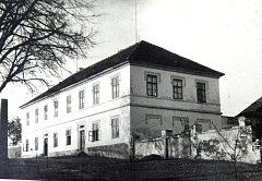 ŠEBÍŘOVSKÁ ŠKOLA v padesátých letech.