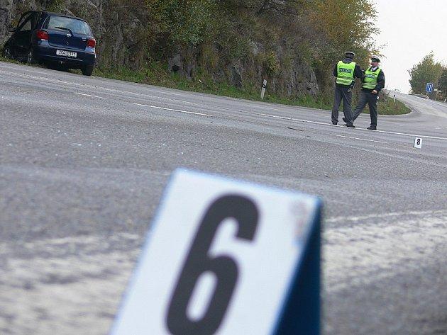 NEUKÁZNĚNÍ ŘIDIČI. Podle táborské policie je nejčastější příčinou dopravních nehod nesprávný způsob jízdy. Karamboly v okrese si za deset měsíců vyžádaly 14 mrtvých.