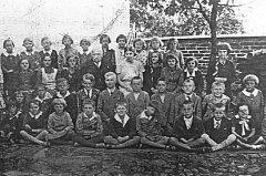 Snímek pochází z roku 1933, řídícím učitelem byl Josef Čížek.