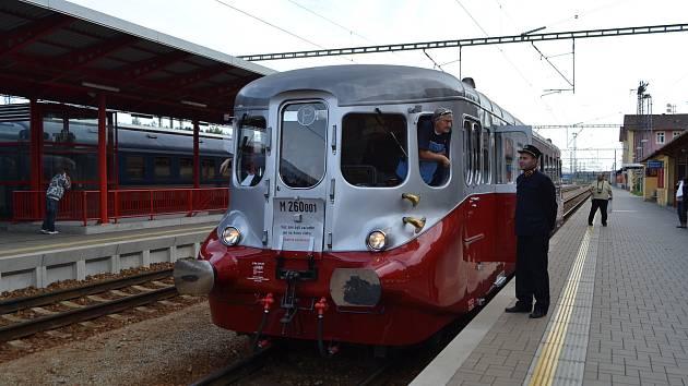 Do Veselí nad Lužnicí zavítal v sobotu znovuzrozený motorový vůz, známý jako Stříbrný šíp.