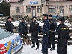 Policisté vyrazili po kolejích